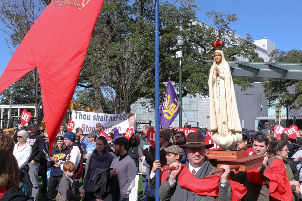 TFP Members carry Our Lady of Fatima at the Louisiana Life March 2019